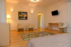Grand White City Hotel, Hotels  Berat - big - 28