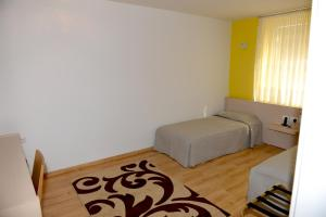 Grand White City Hotel, Hotels  Berat - big - 29