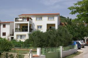Apartment Tribunj 4201a, Apartments  Tribunj - big - 1