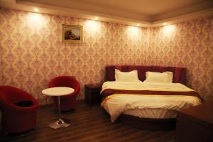hotel near Yinchuan Super 8 Yinchuan Ningdong Town City Hall