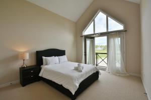 4 Bedroom waterfront condo
