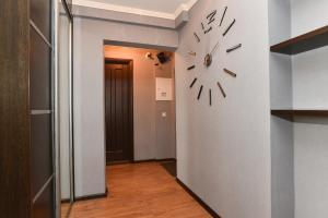 Академика Бардина, 38, Apartmanok  Jekatyerinburg - big - 17