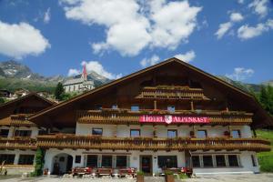Berghotel Alpenrast - Hotel - Riva di Tures