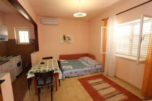 Apartments Antoneta, Apartments  Makarska - big - 68