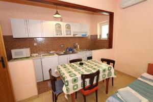 Apartments Antoneta, Apartments  Makarska - big - 70