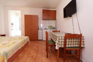 Apartments Antoneta, Apartments  Makarska - big - 52