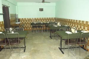 Oms Hotel & Restaurant, Отели  Karsog - big - 4