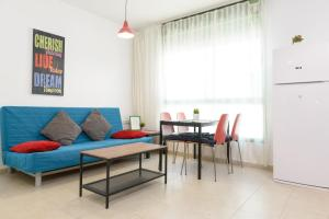 BY175 by TLV2rent