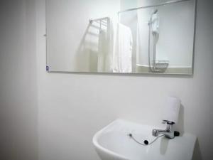 George Place, Apartments  Manila - big - 25