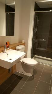 CBD ONE BEDROOM SUITE - FITS 5, Apartmanok  Melbourne - big - 5