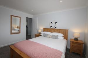 Mawgan Porth Apartments, Ferienwohnungen  Saint Eval - big - 4