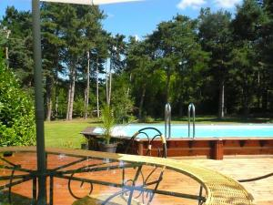 Les Sapins B&B, Bed & Breakfast  Montgaillard - big - 15