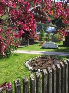 Landhaus Alpenrose - Feriendomizile Pichler, Penziony  Heiligenblut - big - 1