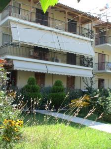 Irinis Apartments