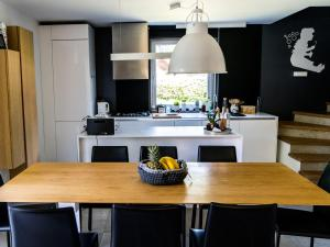A modern flat for 6 9 people