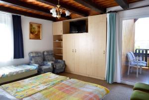 Benedekné Háza, Apartmanok  Gyenesdiás - big - 34