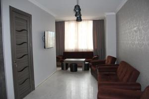 квартира в центре города, Apartmanok  Batumi - big - 6