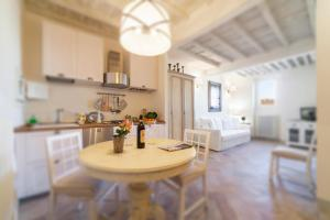 Charming loft near Ponte Vecchio, Апартаменты  Флоренция - big - 4