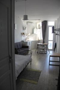 Квартира около моря, Appartamenti  Batumi - big - 13