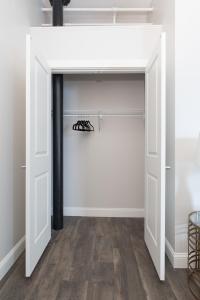 Four-Bedroom on Hamilton Place Apt 406, Apartmány  Boston - big - 19