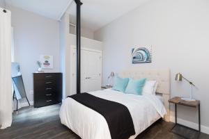Four-Bedroom on Hamilton Place Apt 406, Apartmány  Boston - big - 18
