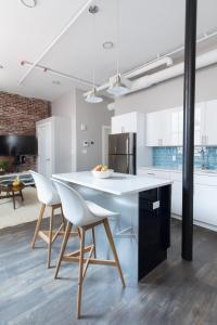 Four-Bedroom on Hamilton Place Apt 406, Apartmány  Boston - big - 15