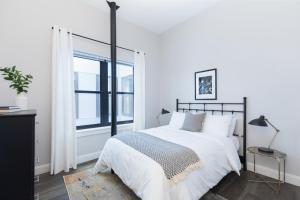 Four-Bedroom on Hamilton Place Apt 406, Apartmány  Boston - big - 2
