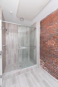 Four-Bedroom on Hamilton Place Apt 406, Apartmány  Boston - big - 10