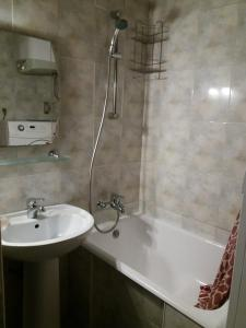Apartment on Rustaveli 27, Apartmány  Batumi - big - 19