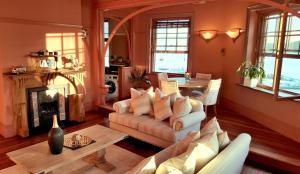 Manly's Magnificent Magic Apartment