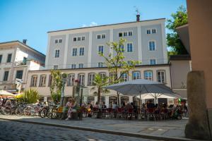 Art Hotel & Hostel