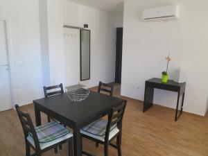 Apartment Prejac by the beach, Апартаменты  Малинска - big - 13