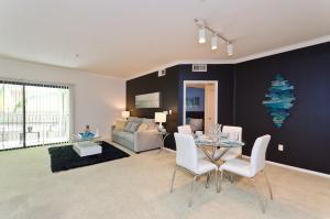 Downtown LA Luxury Villa Resort Style 2BR 2BA Suite