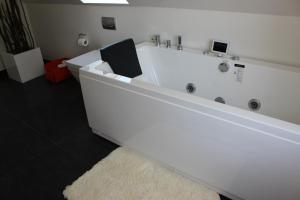 272 Bed & Breakfast, Bed and Breakfasts  Esbjerg - big - 56