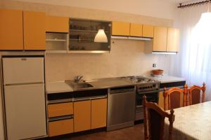 Apartment Ela, Apartmanok  Povljana - big - 17
