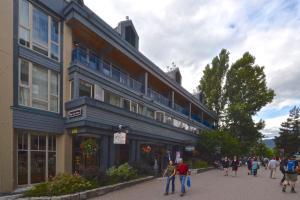 Уистлер (Британская Колумбия) - Village Gate House