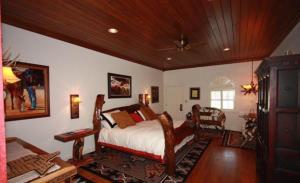 Friedhelm's Bavarian Inn Texas Suite Home, Case vacanze  Fredericksburg - big - 1