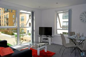 Nightingale House, Kennet Island Serviced Apartment by Ferndale