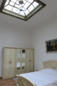GLAMOROUS 2 ROOM APARTMENT, Апартаменты  Бухарест - big - 4