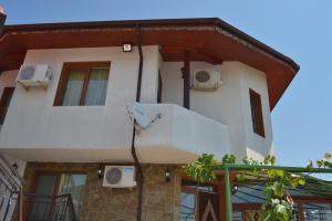 Nelina Guesthouse, Guest houses  Bozhurets - big - 13