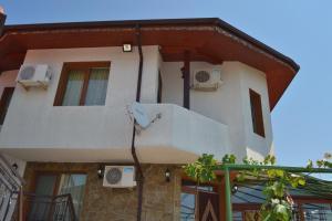 Nelina Guesthouse, Гостевые дома  Божурец - big - 13