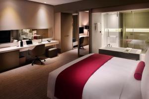 Клубный номер с кроватью размера «king-size» и правом посещения лаунджа