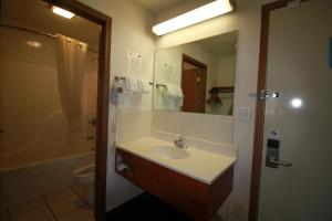 Econo Lodge Inn & Suites Greenville