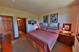 Kicking Horse Lodges 5-305 Condo, Apartmanok  Granby - big - 17