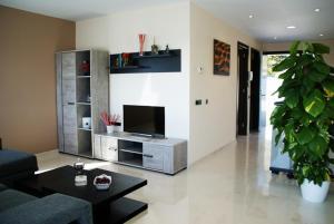 Holiday home Carrer del Puig de Bassegoda, Ferienhäuser  Calafell - big - 11