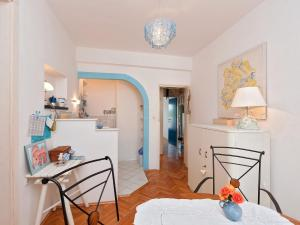 Two-Bedroom Apartment in Rab XV, Apartmány  Barbat na Rabu - big - 7