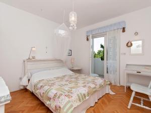 Two-Bedroom Apartment in Rab XV, Apartmány  Barbat na Rabu - big - 4