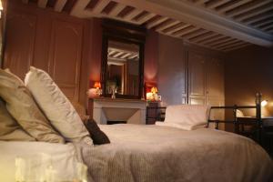 La Maison de Honfleur, Bed and breakfasts  Honfleur - big - 22