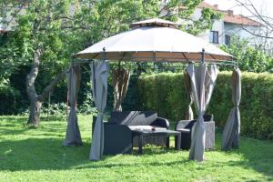 Veliana Guest House