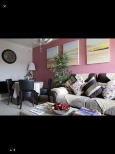 Luxury holiday apartment (1 bedroom sleeps 2 free parking )